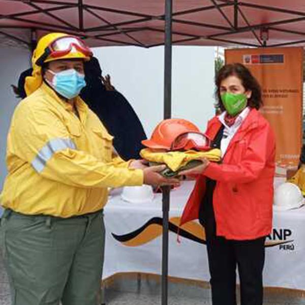 Ayuda española contra incendios forestales en Perú