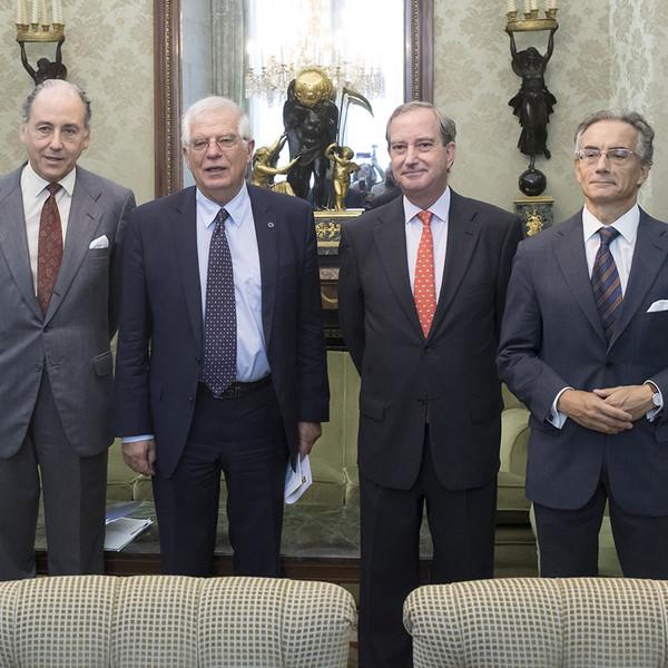 Encuentro del ministro Josep Borrell con el secretario general de la FCEP