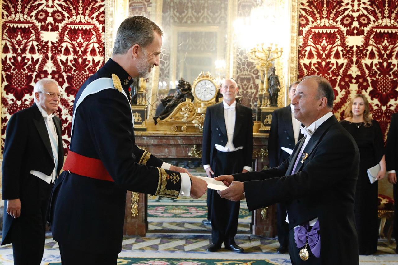 El embajador de Perú entrega ante el Rey sus Cartas Credenciales
