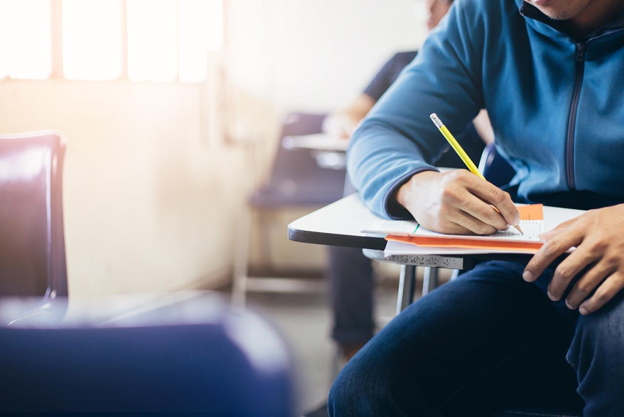 La OEA ofrece becas a universitarios peruanos para estudiar en España