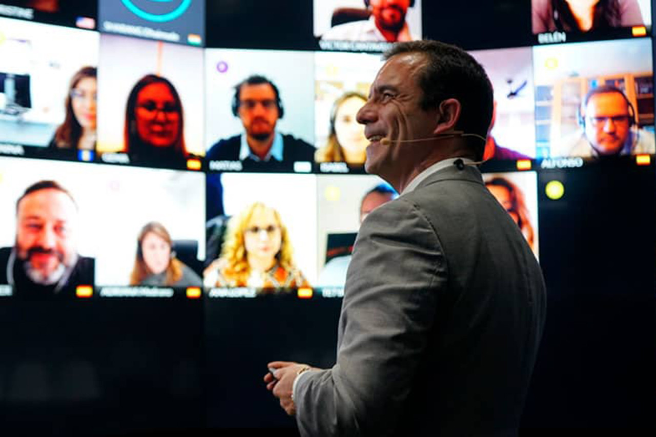 Santander y Fundación IE impulsan 15.500 becas digitales